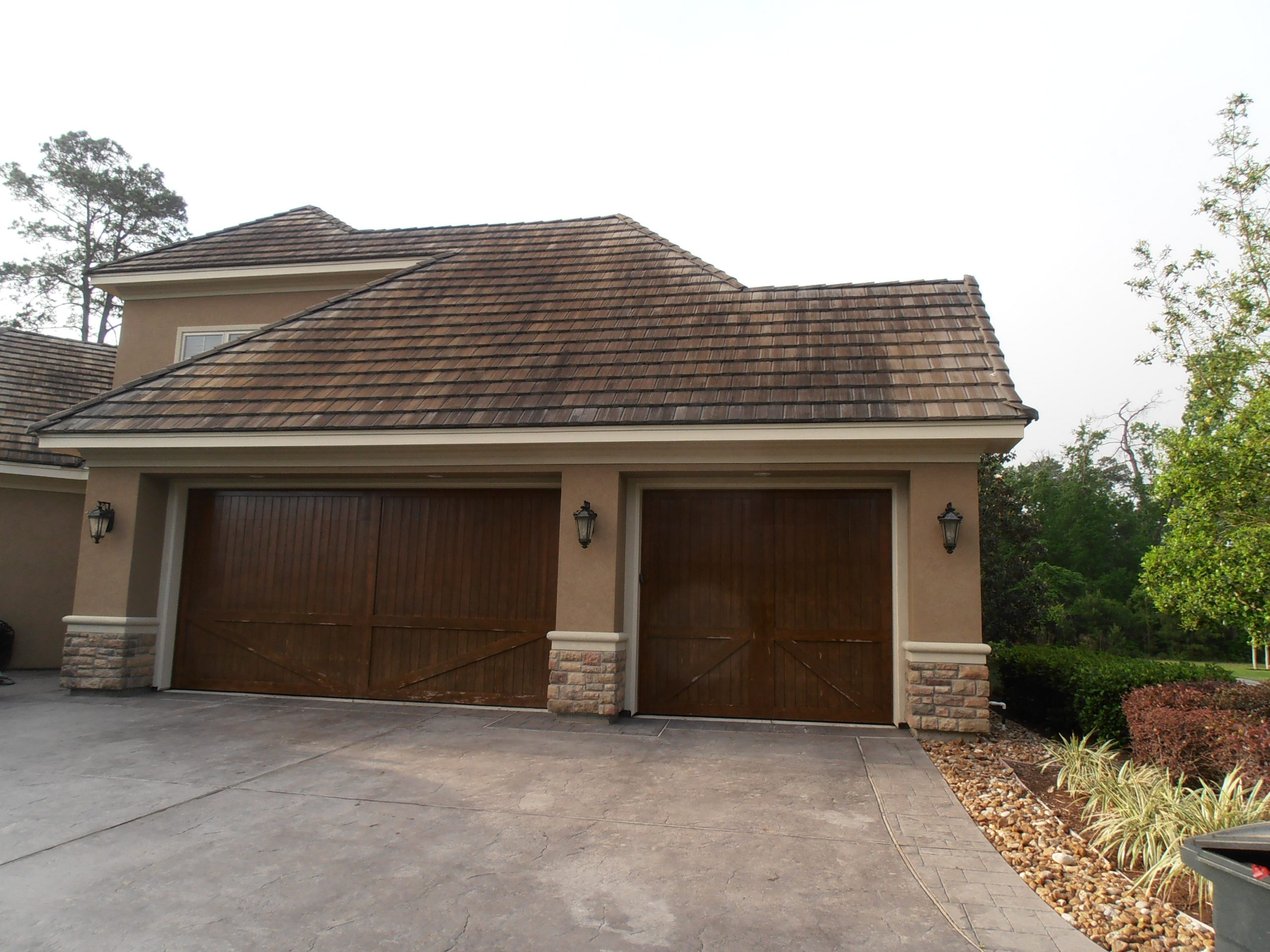 cleaning tile roofs